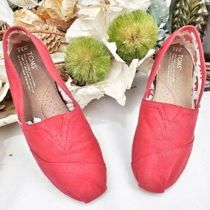 TOMS RED CLASSIC CANVAS SHOES SIZE 8.5